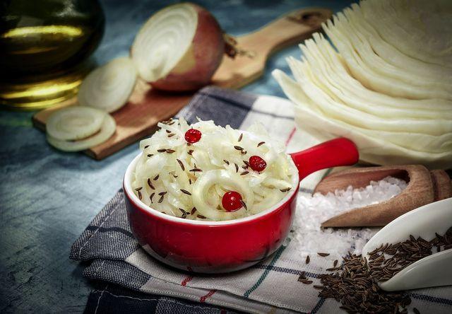 Sauerkraut ist fermentierter Weißkohl.