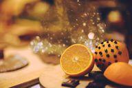 Ein Klassiker an Weihnachten: Nelken in Orangen.