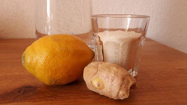 Diese vier Zutaten brauchst du für frische Ingwerlimonade.