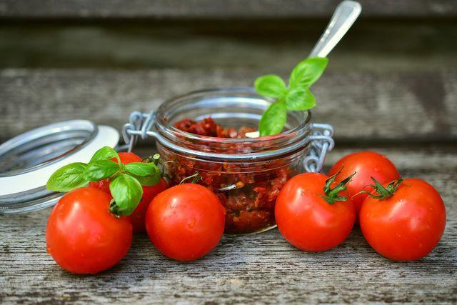 Eines der einfachsten Antipaste-Rezepte: Getrocknete Tomaten in Öl.