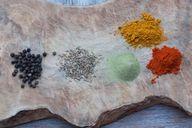 Im veganen Grünkohl-Curry stecken viele aromatische Gewürze.