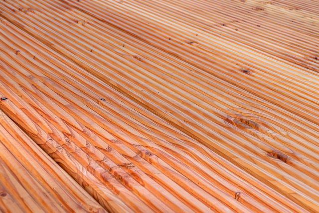 Douglasienholz ist sehr beliebt für Terrassen.