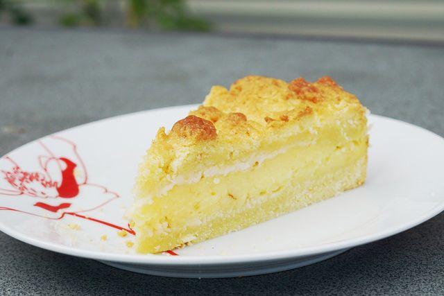 Probiere den Streuselkuchen am besten noch leicht warm.
