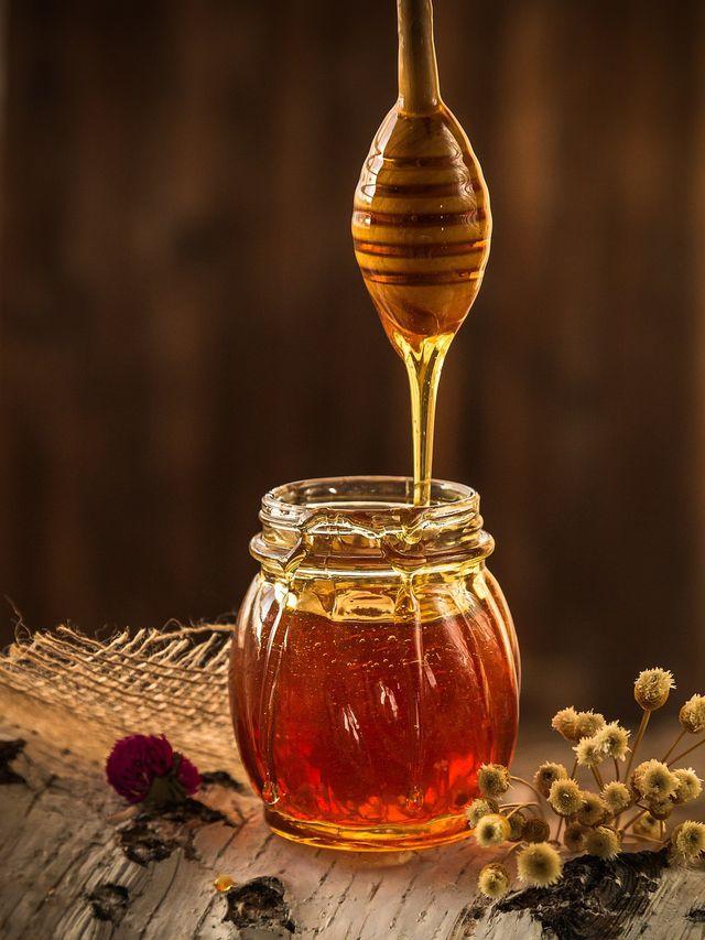 Akazienhonig bleibt durch seinen hohen Fructosegehalt besonders lange flüssig.