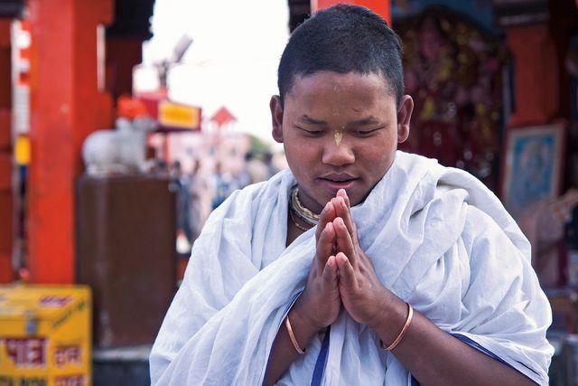 Für Anhänger des Buddhismus gehört das Rezitieren von Mantras zur alltäglichen Praxis.
