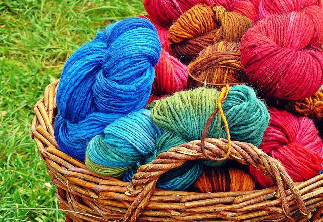 Tipp: Um stricken zu lernen, eignet sich vor allem mitteldicke Wolle.