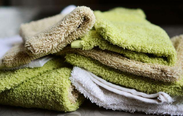 waschmittel fehler flecken bekämpfen handtücher