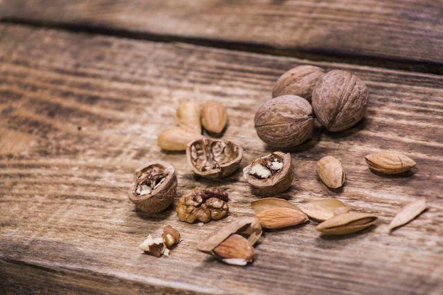 Nüsse sind ein purinarmer Snack und helfen, die Harnsäure zu senken.