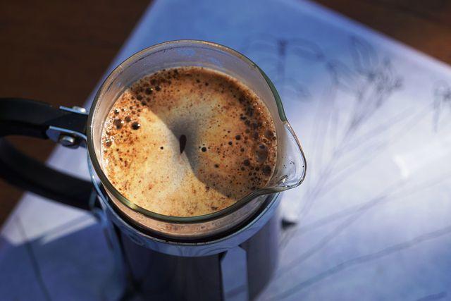 Lupinenkaffee bereitest du am besten mit einem Filter oder einer French Press zu.