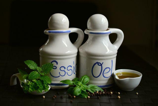 Salatdressing aus Essig und Öl: Die Vinaigrette.