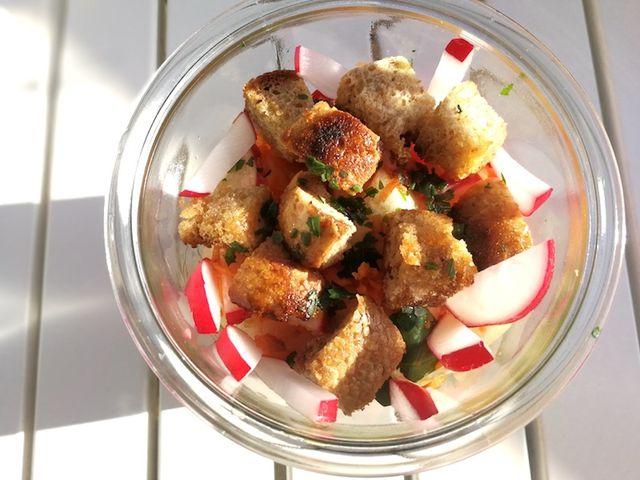 Chicoreesalat mit Croutons