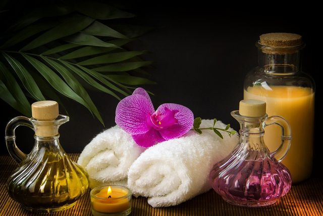Massagen und Dampfbäder sind Bestandteile einer Panchakarma-Kur.