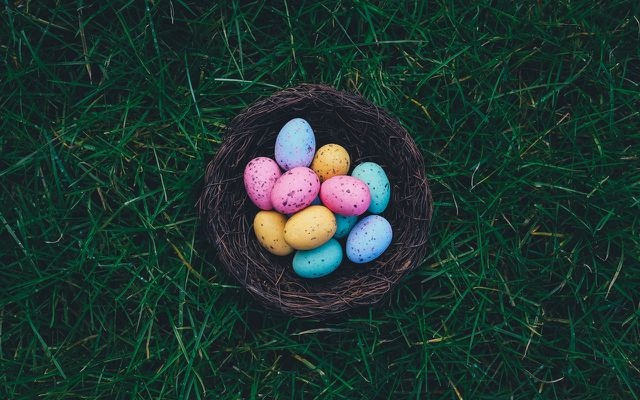 Natural egg dye Easter egg dyeing how to make patterns on your eggs