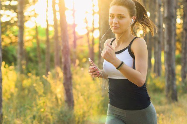 Sport hilft dir dabei, Fett zu verbrennen.