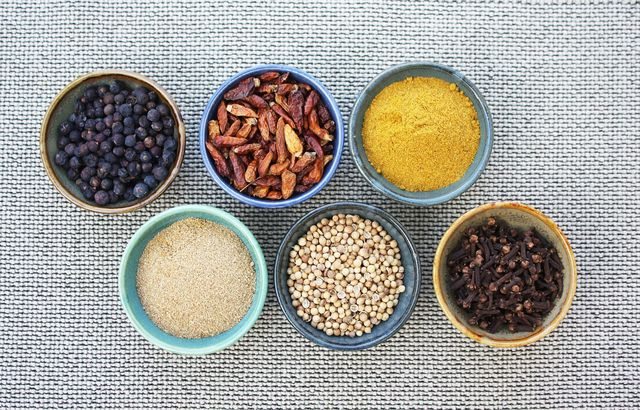 Orientalische und indische Gewürze passen sehr gut zu Auberginen.