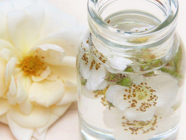 Naturkosmetik verwendet pflanzliche Zutaten.