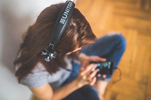 Höre in der Pause Musik, um dich kurzzeitig abzulenken.