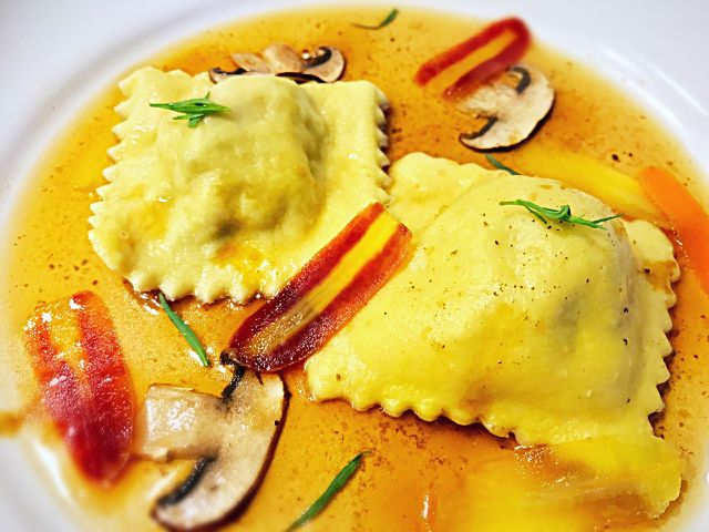Cannelloni und Ravioli gehören zu den bekanntesten gefüllten Nudelsorten.
