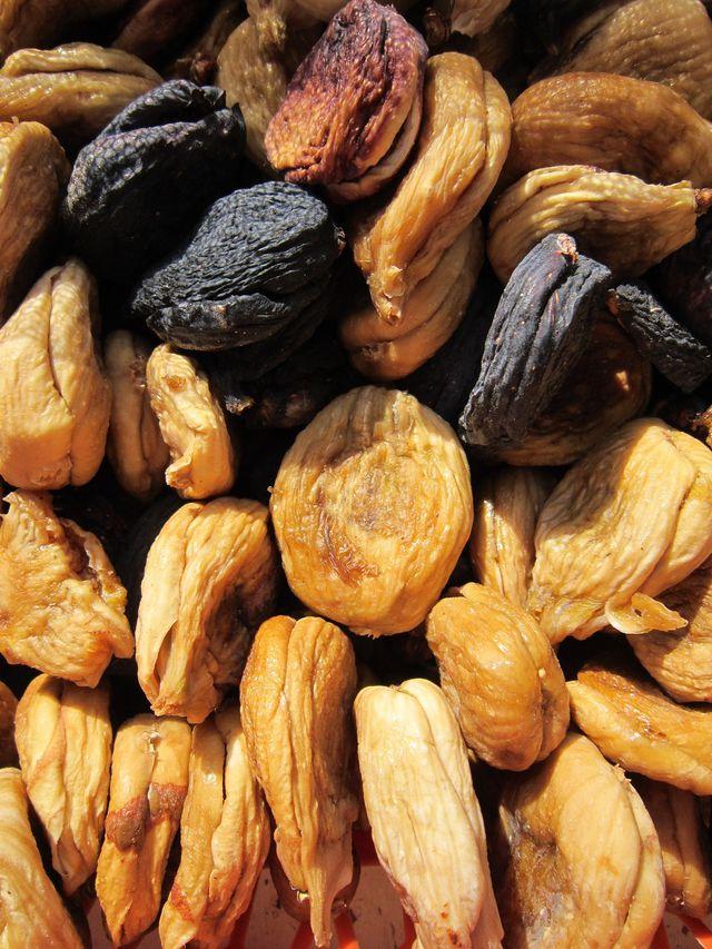 Auch Trockenobst wirkt als natürliches Abführmittel gegen Verstopfung.