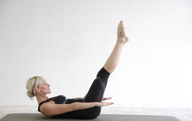 "Grundposition Pilates-Übung ""The Hundred"""
