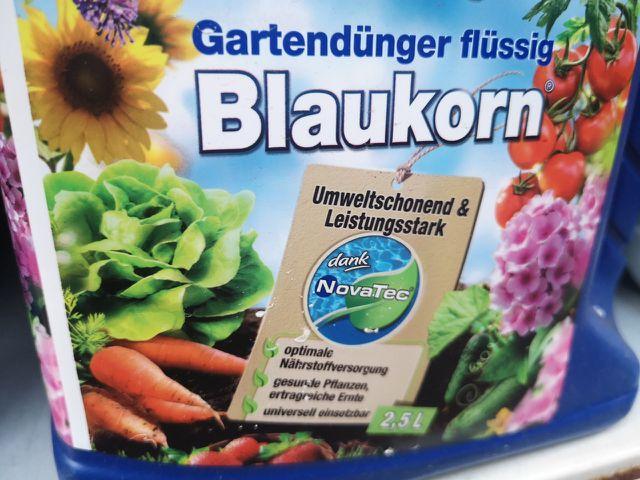 Einige Hersteller werben mit umweltschonendem Blaukorn.