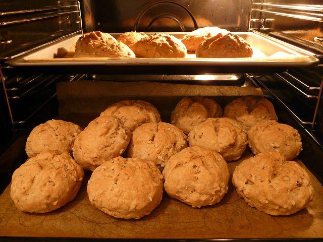 Brot und Brötchen können auch im Backofen aufgetaut werden.