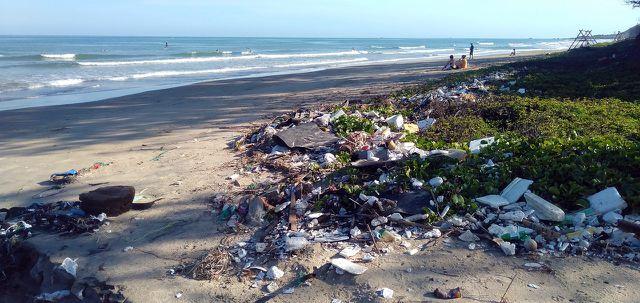 Viele Tourist*innen hinterlassen Müll und verschmutzen die Umwelt.