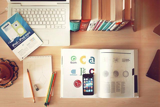 Auch durch Online-Plattformen hast du die Möglichkeit, kostenlos an Bücher zu kommen.