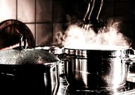 Um angebrannte Töpfe zu reinigen brauchst du kein Spezial-Reinigungsmittel.