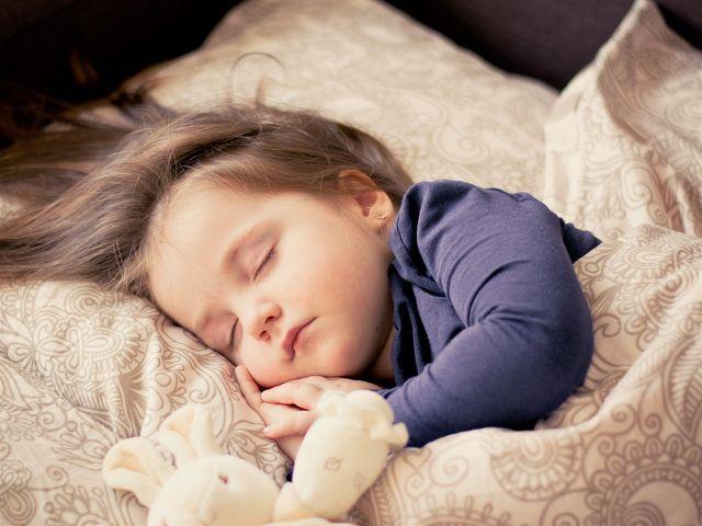 Bettnässe bei Kindern: Tipps und Ursachen