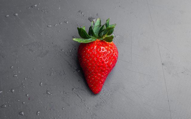 Teeth whitening home remedies strawberries lemons