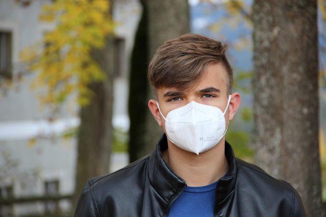 Maske entsorgen: Spätestens nach fünfmaligem Tragen.