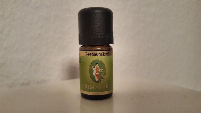 Hochwertiges Teebaumöl wirkt gegen Pilze und Bakterien.