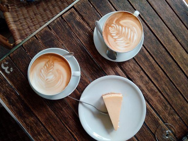 Ungebackener Kuchen zu Kaffee und Tee