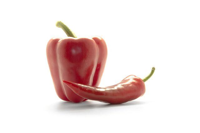Verwandt der Gemüsepaprika sind beispielsweise Chillis und Peperonis.