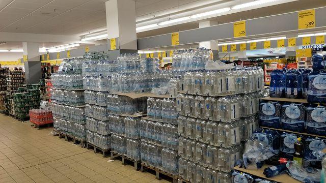 Einwegflaschen beim Discounter ALDI Süd
