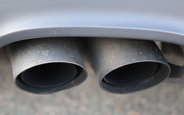 Für eine trockene Nase gibt es viele Ursachen, z.B. die Reizung durch Abgase