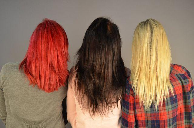 Konventionelle Haarfarben beinhalten viele Chemikalien.