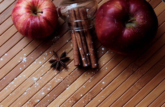 Apfel und Zimt schmecken wunderbar in Nicecream