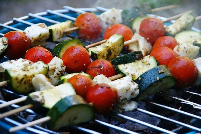 Vegetarisch grillen: Halloumi Gemüse Spieße