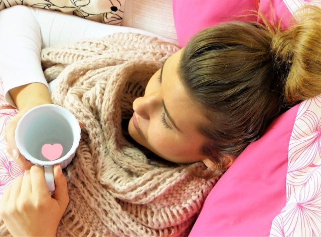 Auch gegen Erkältungen kann Zedernöl helfen.