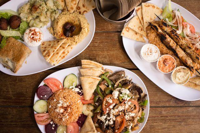 Zu einer traditionellen griechischen Mahlzeit gehört auch Fleisch dazu.