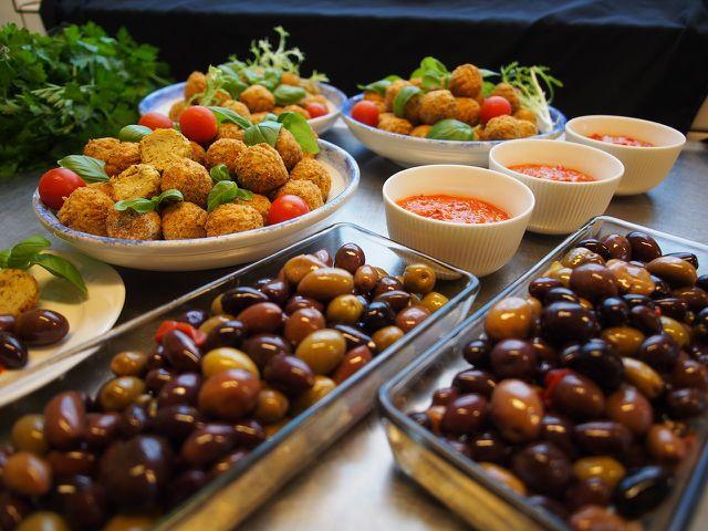 Koscheres Essen kann vegan, vegetarisch oder fleischhaltig sein.