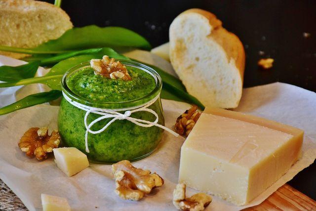 Möhrengrün-Pesto ist ein ausgefallenes Geschenk.