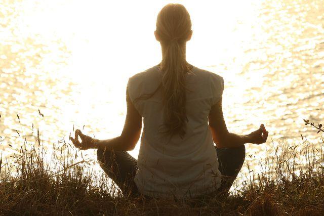 Für die Mantra-Meditation eignet sich ein angenehmer Meditationssitz.