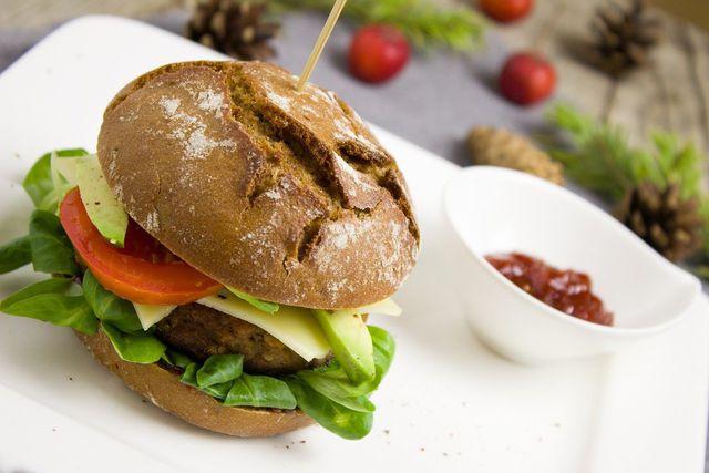 Ernährung umstellen und Lieblingsgerichte gesund zubereiten.