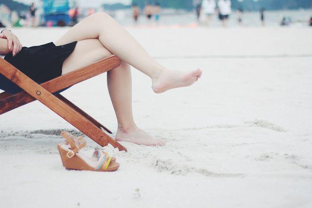 Vor allem im Sommer sind eingewachsene Haare eine störende Angelegenheit.