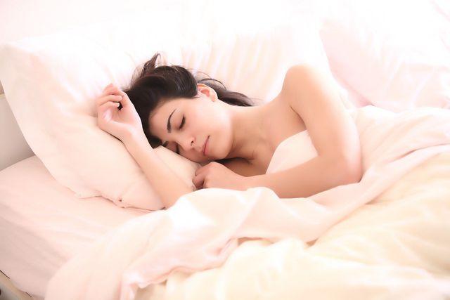 Ein chronisch erhöhtes Cortisollevel kann zu Schlafstörungen führen.