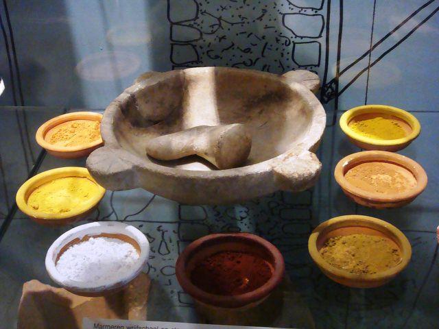 Ökologische Farben aus natürlichen Pigmenten enthalten deutlich weniger Schadstoffe.