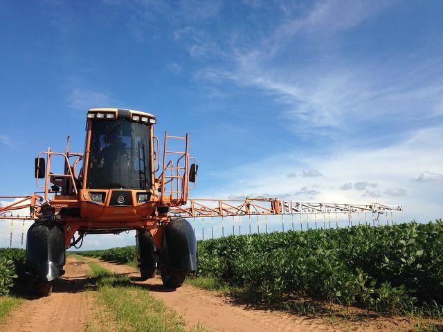 Pestizide aus der Landwirtschaft landen oft im Grundwasser